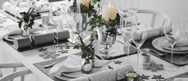 gallery-1450287411-christmas-table-setting-ideas-frosted-nature.jpg